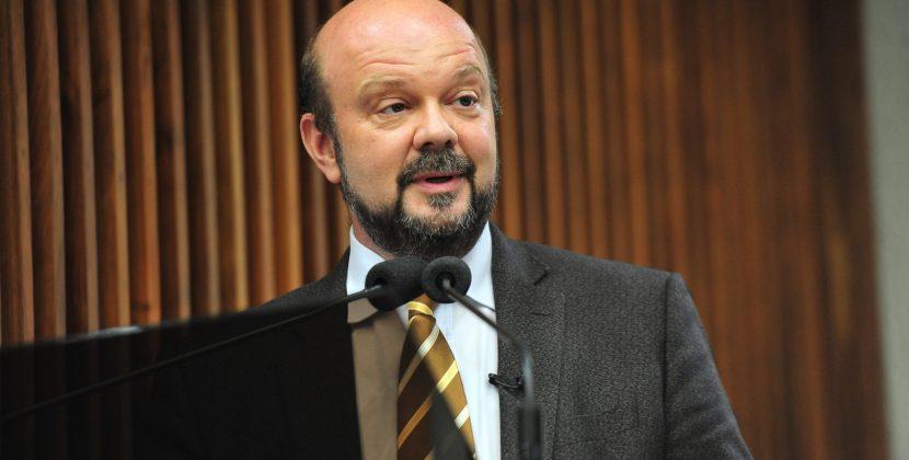 Cortes devem paralisar universidades e IFPR's, afirma reitor da UFPR na Assembleia Legislativa