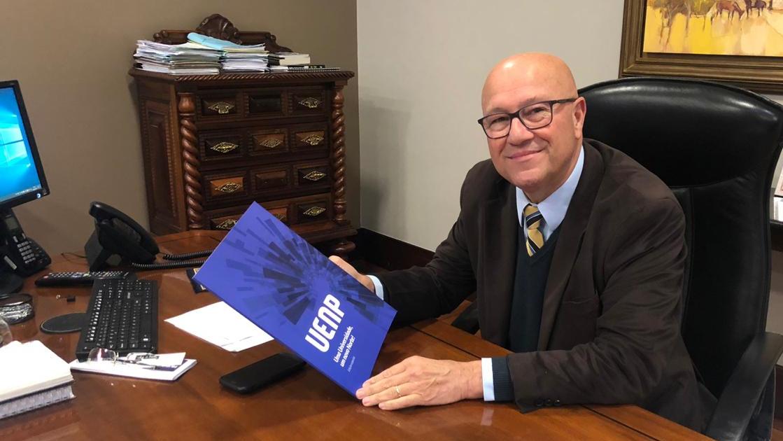 Romanelli destaca edição especial da revista da Uenp